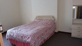 Short or long Term - Large 11 Bedroom Furnished Fully Fitted 3 storey House to Let in West Bromwich