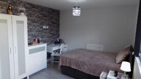 Luxury Semi Studio with Garden, close to Town Centre, Train Station, Motorway