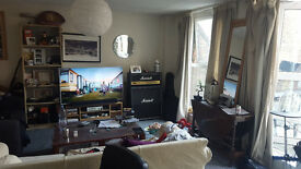 large 1 bedroom flat for rent in the heart of camden £1700 some bills included