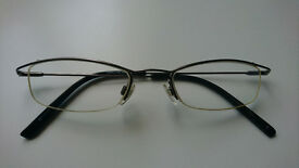 Minimalist glasses from Specsavers