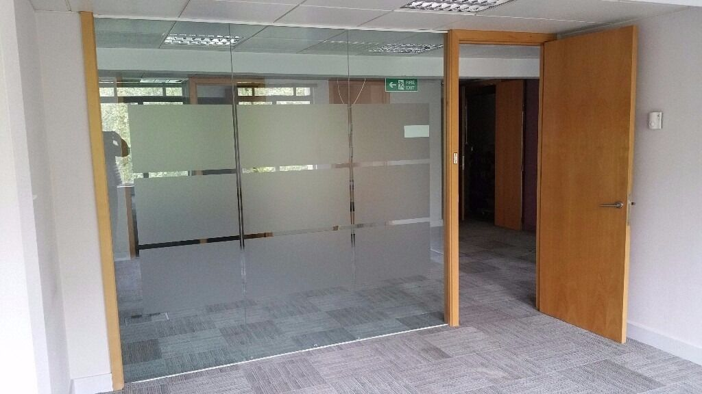 Pre Used Toughened Glass Partition System With Wooden Door Frames