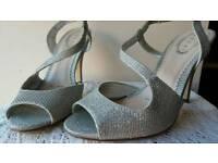 Lady's shoes size 5