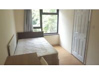 1 amazing ensuite room with private bathroom, fridge and storage space available in Mile End