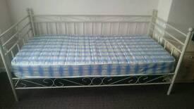 Day bed cream/sage