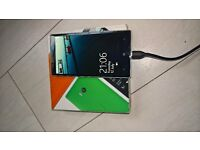 lumia930 white - unlocked - in box with charger