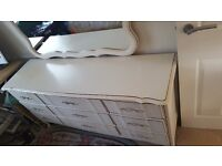 Bedroom dresser unit