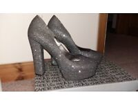 Head Over Heels Dune Silver/Grey Sparkle shoes size 5,worn a handful of times.