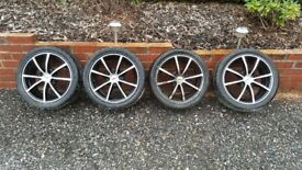 4 Alloy wheels with tyres