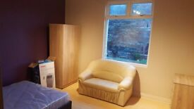 Very large double room, all bills inclusive no deposits with 152mb fast wifi