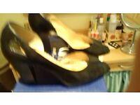 Black ladies court shoe size 6