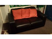 sofa in Black Leather in VGC
