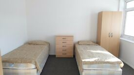 Twin room available in Crossharbour station. £200pw all incl