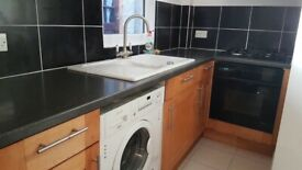 Spacious studio flat in Newbury Park part dss welcome