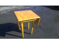 Solid pine drop leaf dining table in good condition