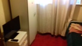 Double room at abingdon road. Close to city centre and easy bus to all Oxfordshire. All bills
