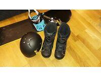 Kids snowboard set - boots (UK size 5), bindings, board (140 cm), bag, helmet
