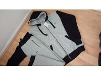 Lacoste tracsuit size xl brand new