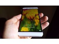 Beautiful Android smartphone 32Gigs with 3Gigs of RAM 13MPx sony camera with OIS+ 4k recording