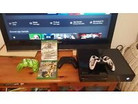 Xbox one 500gb 3controllers 2 games and kinnect