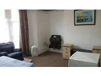 Modern self contained fully furnished studio flat is available - Preston New Road - Blackburn - £65