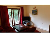 2 Bedroom Flat to rent £800pm - Allocated Parking - Communal Garden - Recently Refurbished