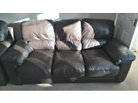 BROWN LEATHER 3 SEATER SOFA & 2 ARMCHAIRS