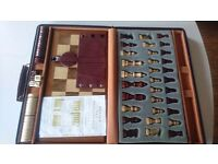 FULL SIZE CHESS SET + BOARD BACKGAMMON GAMES IN TRAVEL SUITCASE ALL COMPLETE INSTRUCTIONS VGC