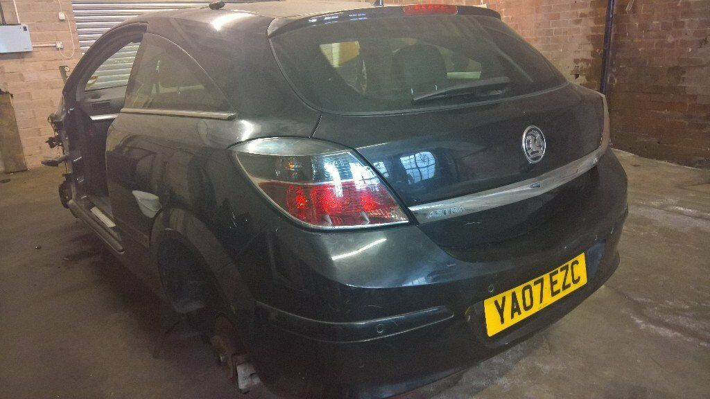 vauxhall astra h 3 door back end tailgate and rear bumper and rear lights