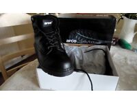 arco...mens safety boots, black size 8...new in box