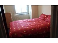 A one bed room in a three bedroom flat on Tottenham high road @ £560.00