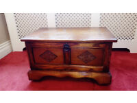 Vintage Oak TV or HIFI cabinet - stand. Lovely Item - Very good condition