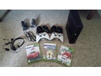 XBOX 360 + 4 controllers + 3 games + Headset