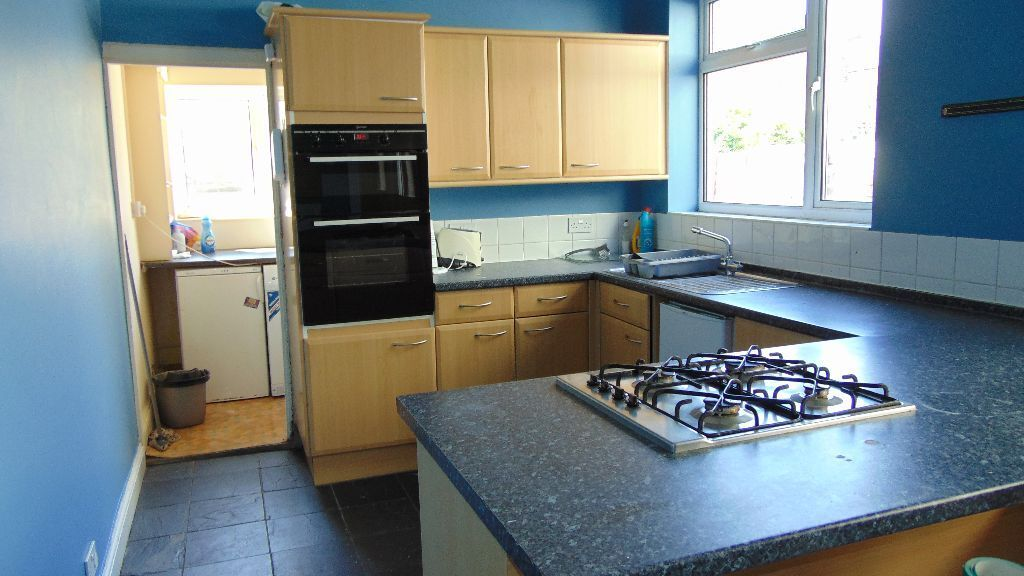 HUGE 5 BED STUDENT PROPERTY TO LET IN SOUTHSEA 2017 MOVE IN