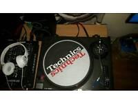 2 technics sl 1210 mk2s and numark m101 mixer