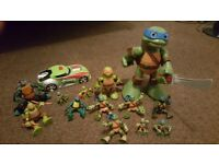 14 piece ninja turtles. Very good condition.