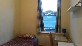 SHORT TERM ROOM in Kilburn(zone 2). Great transports, all inclusive. From 17/2 or later