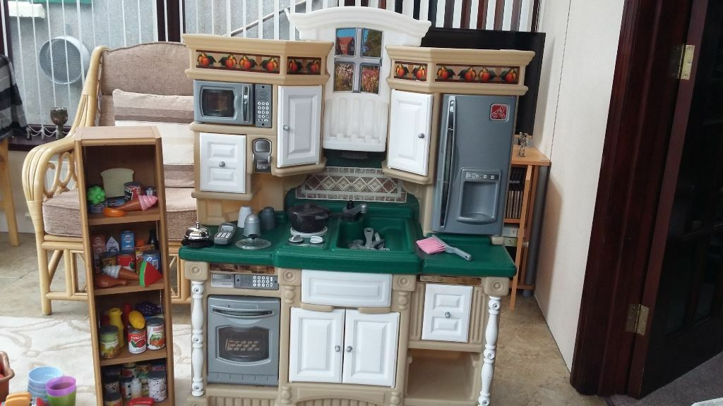 step2 lifestyle dream kitchen - toy kitchen with loads of