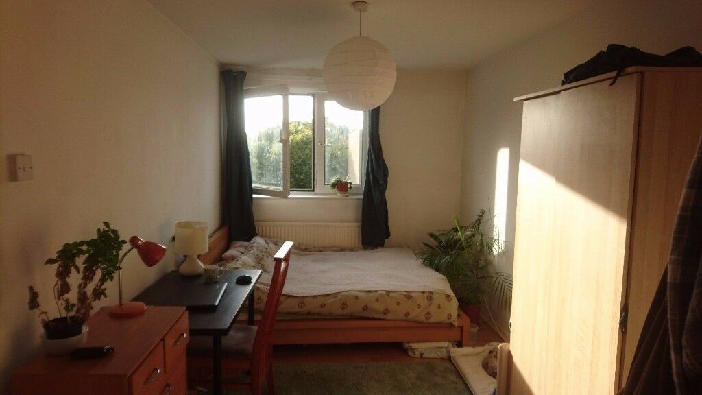 Light and very big Double room in SW19