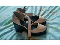 Ladies pink shoes size 5 £5