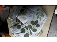 4 cusìons leaf pattern