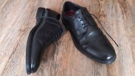 Leather black mens shoes size 8. Worn once