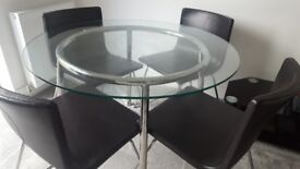 Round dinning tableand 4 matching leather seats