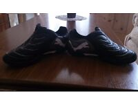 PUMA Black and white Trainers Size UK 2- EUR 34
