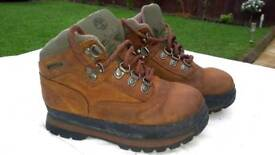 Boys Timberland boots. Genuine. Hardly worn. Size childrens 9 1/2.