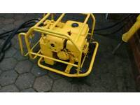 Heavy duty hydraulic breaker.