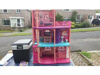 Barbie house few bits missing but good condition