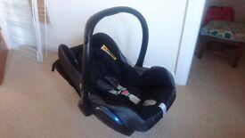 Maxi Cosi Cabriofix –baby car seat in great condition