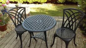 Garden Patio set, Cast Aluminium great size for a courtyard garden or balcony. Great condition