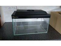 Glass fish tank with internal cover and lid