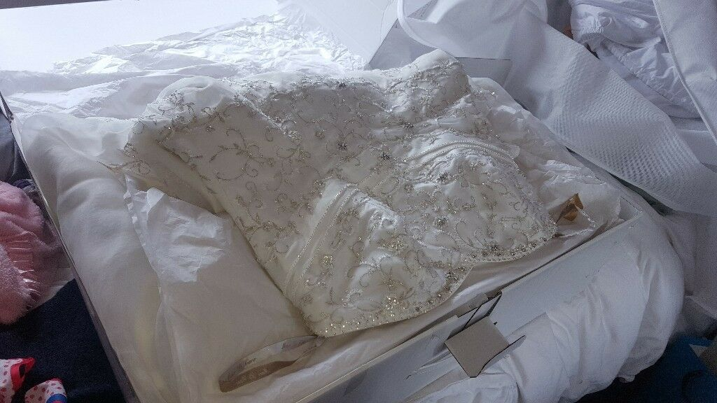 marc le carr wedding dress